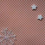 Bożenarodzeniowe dekoracje, płatki śniegu i otwarty pusty notatnik, drewniany tło fotografia royalty free