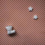 Bożenarodzeniowe dekoracje, płatki śniegu i otwarty pusty notatnik, drewniany tło zdjęcia stock