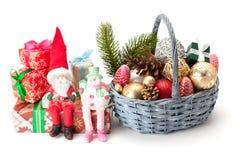 Bożenarodzeniowe jodeł gałązki, zabawki i prezenty, Obrazy Royalty Free