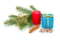 Bożenarodzeniowe jodeł gałązki, zabawki i prezenty, Zdjęcia Royalty Free