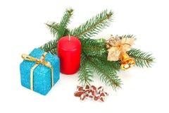 Bożenarodzeniowe jodeł gałązki, zabawki i prezenty, Obrazy Stock