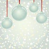 Bożenarodzeniowe NewYear piłki z tasiemkowym obwieszeniem na płatka śniegu backgr Fotografia Royalty Free