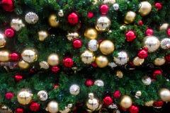 Bożenarodzeniowe piłki na drzewie Zdjęcie Stock