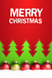 Bożenarodzeniowe piłki w śniegu z x22 &; wesoło christmas& x22; wiadomość zdjęcia stock
