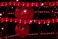 Bożenarodzeniowe piłki w szkarłacie światło Zdjęcia Royalty Free