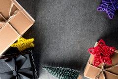 Bożenarodzeniowe teraźniejszość i prezentów pudełka dla wakacje, odgórny widok Nowego roku 2018 i Mas pojęcie, opróżnia przestrze Obraz Stock