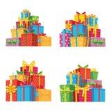 Bożenarodzeniowe teraźniejszość w prezentów pudełkach Prezenta urodzinowego pudełko, xmas prezentów stos odizolowywał wektorową i royalty ilustracja