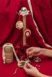Bożenarodzeniowe zabawki i dekoracje fotografia royalty free