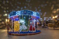 Bożenarodzeniowego nowego roku uliczny oświetlenie w nocy Moskwa Obraz Stock
