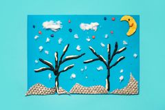 Bożenarodzeniowego powitania papierowa karta z 3D zimy krajobrazem Kreatywnie papierów projekty dla dzieciaków Zabaw edukacyjne a obraz royalty free