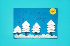 Bożenarodzeniowego powitania papierowa karta z 3D zimy krajobrazem Kreatywnie papierów projekty dla dzieciaków Zabaw edukacyjne a zdjęcie royalty free