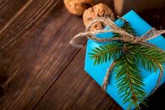 Bożenarodzeniowego Szczęśliwego nowego roku Wakacyjny skład z pudełkiem, rożek i Zdjęcie Stock