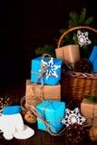 Bożenarodzeniowego Szczęśliwego nowego roku Wakacyjny skład z pudełkiem, rożek i Zdjęcia Stock