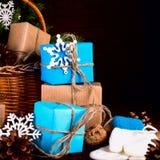 Bożenarodzeniowego Szczęśliwego nowego roku Wakacyjny skład z pudełkiem, rożek i Zdjęcia Royalty Free