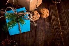 Bożenarodzeniowego Szczęśliwego nowego roku Wakacyjny skład z pudełkiem, rożek i Fotografia Royalty Free