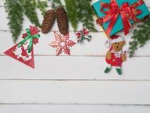 Bożenarodzeniowej dekoraci śliczny przedmiot z drewnianym tłem Zdjęcie Stock