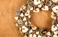 Bożenarodzeniowej wianku rocznika dekoraci serc rewolucjonistki Białe jagody Zdjęcie Stock
