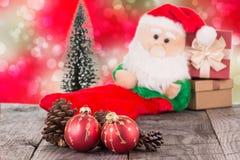 Bożenarodzeniowi baubles i Święty Mikołaj zabawka Obrazy Stock