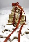 Bożenarodzeniowi ciastka wiążący czerwonym faborkiem Zdjęcie Stock