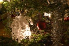 Bożenarodzeniowi cukierki, piłki i świecidełko, Fotografia Royalty Free