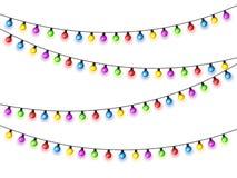 Bożenarodzeniowi jarzy się światła na białym tle Girlandy z barwionymi żarówkami Xmas wakacje karciany bożych narodzeń pojęcia pr fotografia royalty free