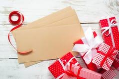 Bożenarodzeniowi prezentów pudełka, koperty i Obraz Stock