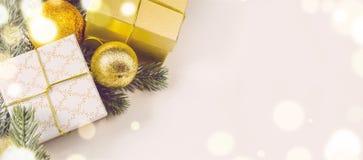 Bożenarodzeniowi prezentów pudełka, piłki i Obraz Royalty Free