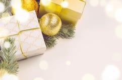 Bożenarodzeniowi prezentów pudełka, piłki i Fotografia Stock