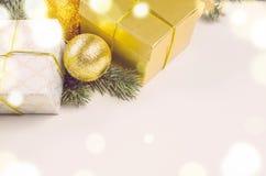 Bożenarodzeniowi prezentów pudełka, piłki i Obrazy Stock