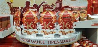 Bożenarodzeniowi prezenta opakowania cukierki w supermarkecie obrazy stock