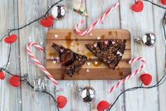 Bożenarodzeniowy śliwka tort z cukierek trzcin dekoracją Obrazy Stock