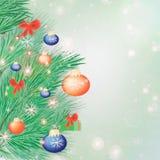 Bożenarodzeniowy świąteczny tło z jodeł gałązkami i kolorowymi piłkami zdjęcie royalty free