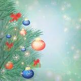 Bożenarodzeniowy świąteczny tło z jodeł gałązkami i kolorowymi piłkami zdjęcia stock