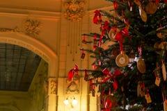 Bożenarodzeniowy świętowania położenie - dekoracje l i choinka Zdjęcie Stock