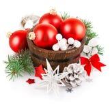Bożenarodzeniowy świecidełko z gałęziastym firtree i czerwonymi piłkami Zdjęcia Stock