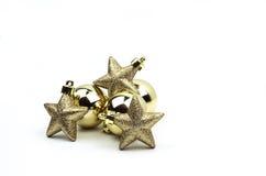 Bożenarodzeniowy żarówki i gwiazdy ornamentów złoto odizolowywający Fotografia Stock