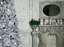Bożenarodzeniowy żywy pokój z drzewem zdjęcie stock