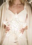 Bożenarodzeniowy anioł trzyma gwiazdę Zdjęcia Stock