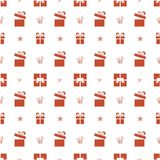 Bożenarodzeniowy bezszwowy wzór z czerwonymi prezentami i gwiazdami na białym tle Obrazy Stock