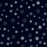 Bożenarodzeniowy bezszwowy wzór z dużymi i małymi szczegółowymi białymi płatek śniegu na zmroku - błękitny tło, wektor EPS 10 royalty ilustracja