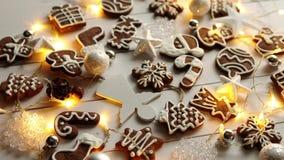 Bożenarodzeniowy cukierki skład Piernikowi ciastka z xmas dekoracjami zdjęcie wideo