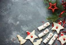 Bożenarodzeniowy Cukrowych ciastek Santa Claus i bałwanu marshmallow strzela Fotografia Stock