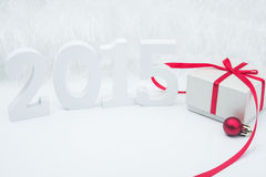 Bożenarodzeniowy czerwony prezenta pudełko z piłkami Obrazy Royalty Free