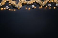 Bożenarodzeniowy dekoraci tło nad czarnym chalkboard Zdjęcie Royalty Free