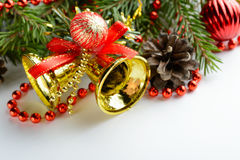 Bożenarodzeniowy dekoracja dzwon, sosna rożki i gałąź, Fotografia Stock