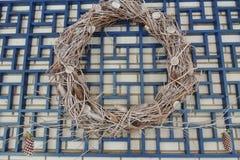 Bożenarodzeniowy dekoracyjny wianek gałązki Obrazy Royalty Free