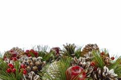 Bożenarodzeniowy dekoracyjny wianek na białym tle Zdjęcia Stock