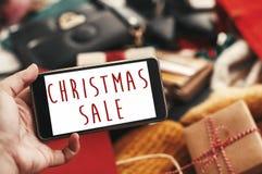 Bożenarodzeniowy duży sprzedaż tekst na telefonu ekranie, xmas sprzedaży znak special obraz stock