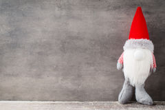 Bożenarodzeniowy gnomu und Santa kapelusz Boże Narodzenie wzór Tło dalej Obraz Stock