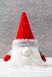 Bożenarodzeniowy gnomu und Santa kapelusz Boże Narodzenie wzór Tło dalej Zdjęcie Stock